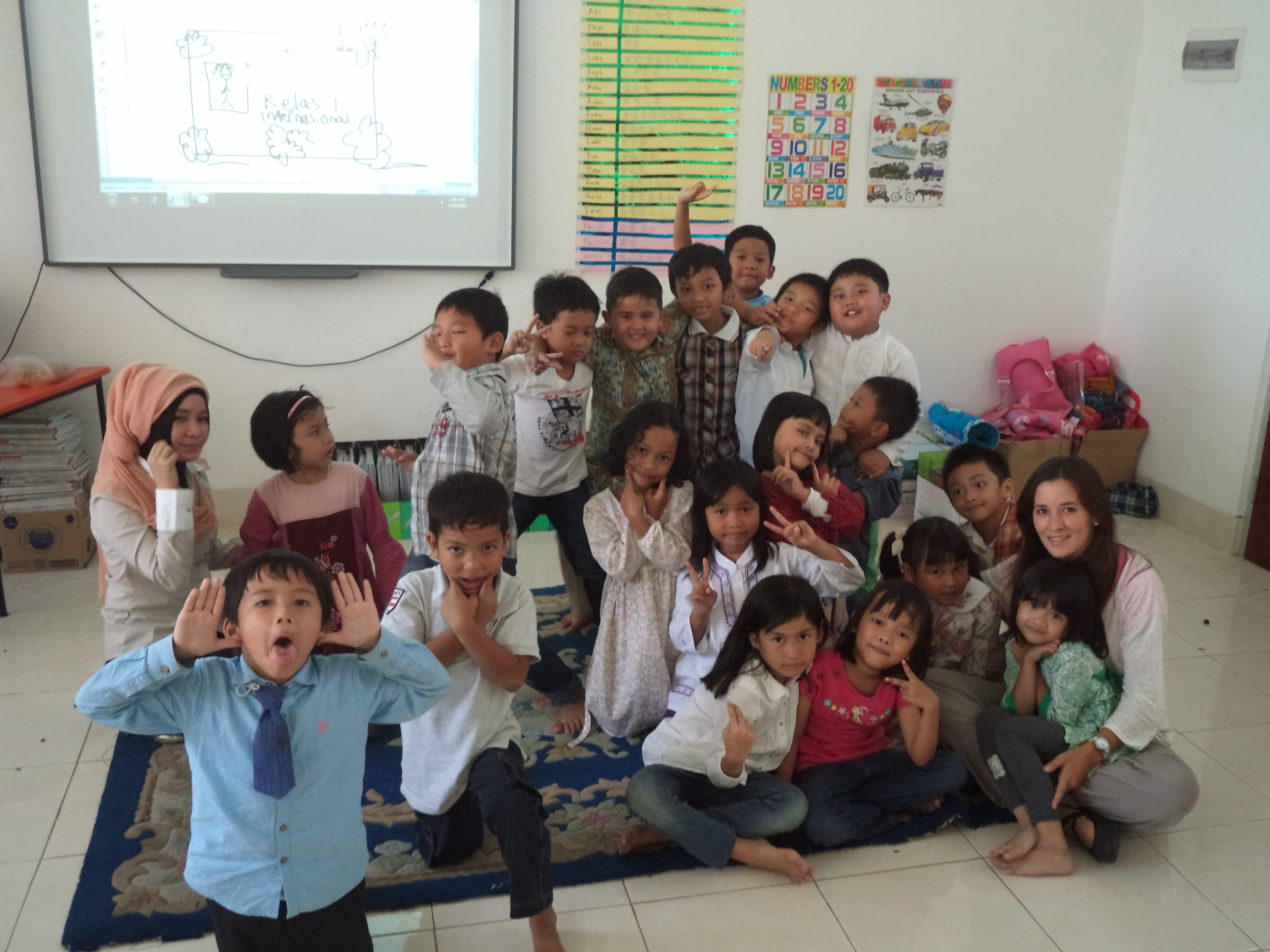 Escola d'Indonèsia. Nens a classe. Berta Torras