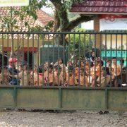 Nens d'una escola pública d'Indonèsia
