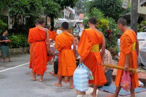 monks Luang Prabang monjos