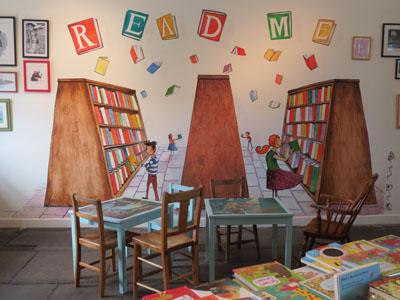 Serveis: Book Club. L'Escola del Món